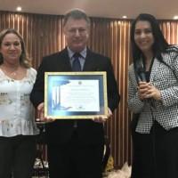 Deputada Mara Lima entrega Menção Honrosa à AD Cajuru