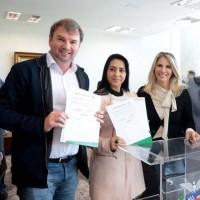 Deputada cantora Mara Lima entrega R$ 80 mil reais a Rebouças